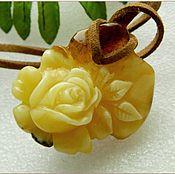"Украшения ручной работы. Ярмарка Мастеров - ручная работа Кулон ""Красавица роза""  белый янтарь. Handmade."