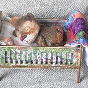 Куклы и игрушки ручной работы. Ярмарка Мастеров - ручная работа Мишутка--сплюшка в кроватке.. Handmade.