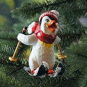 Подарки к праздникам ручной работы. Ярмарка Мастеров - ручная работа Подарок на новый год, елочная игрушка, папье маше, пингвин. Handmade.