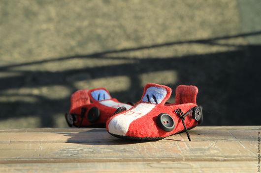 """Обувь ручной работы. Ярмарка Мастеров - ручная работа. Купить Детские тапочки """"Пожарные машинки"""". Handmade. Ярко-красный"""