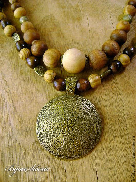 Колье, бусы ручной работы. Ярмарка Мастеров - ручная работа. Купить Колье из деревянных бусин с медальоном «Тожеран», бронь. Handmade.