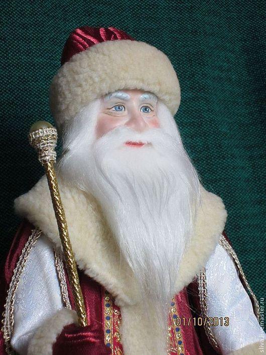 Кукла Русский Дед Мороз в бордовой шёлковой боярской шубе с мехом, волшебным посохом и мешком для подарка. Любимый сказочный персонаж.