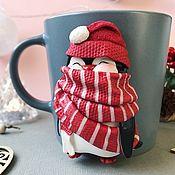 Кружки ручной работы. Ярмарка Мастеров - ручная работа Кружка Пингвин в шарфе подарок на Новый год. Handmade.