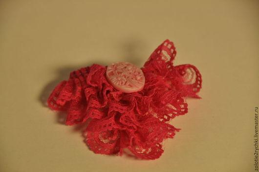 """Броши ручной работы. Ярмарка Мастеров - ручная работа. Купить Брошка-жабо """"Розовая мечта"""". Handmade. Ярко-красный, аксессуар"""