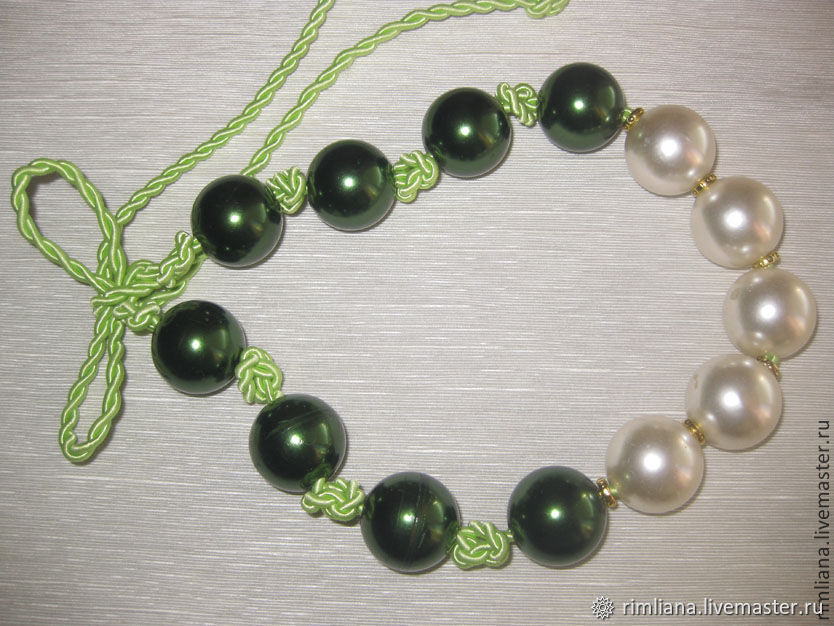 Necklace on a string 'LARGE PEARLS' 25mm white,green, Necklace, Moscow,  Фото №1