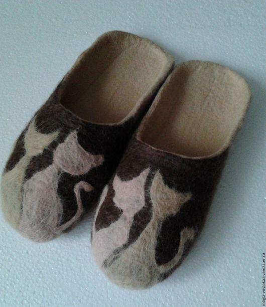 """Обувь ручной работы. Ярмарка Мастеров - ручная работа. Купить Тапочки """"Котики"""". Handmade. Коричневый, подарок, заказать валяные тапочки"""