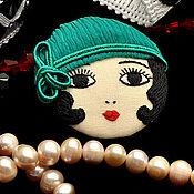 Украшения ручной работы. Ярмарка Мастеров - ручная работа Брошь Flapper Girl куколка брюнетка зеленая черная / брошь лицо камея. Handmade.