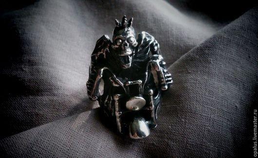 """Украшения для мужчин, ручной работы. Ярмарка Мастеров - ручная работа. Купить Перстень """"Король дороги"""". Handmade. Серебряное кольцо, мото"""