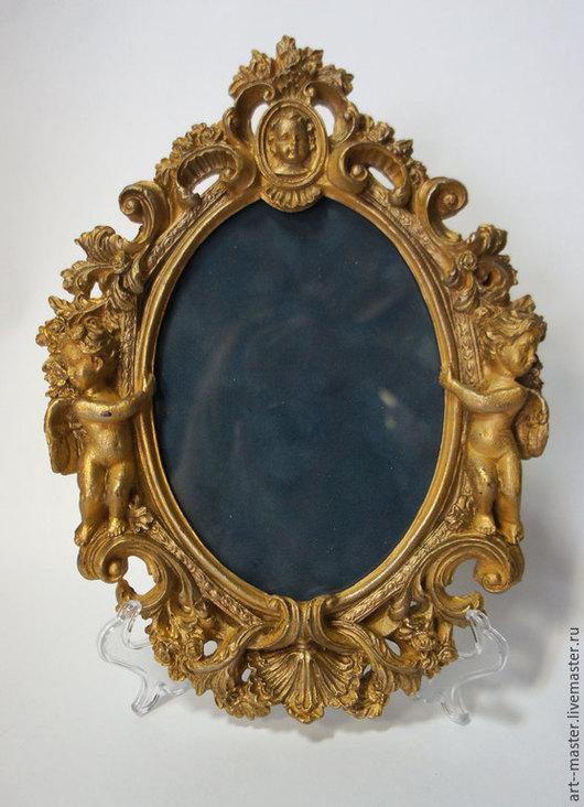 Овальная фигурная рамочка в стиле барокко   цвета состаренного патинированного золота.