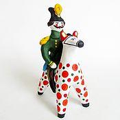 Статуэтки ручной работы. Ярмарка Мастеров - ручная работа Генерал на коне. Всадник. Глиняная народная игрушка.. Handmade.