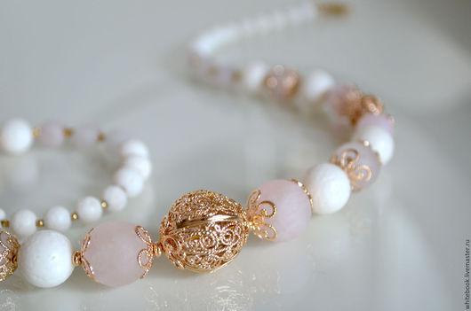 """Колье, бусы ручной работы. Ярмарка Мастеров - ручная работа. Купить Колье с белым кораллом и розовым кварцем """"Венеция"""". Handmade."""