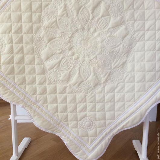 Одеялко для новорожденного. Нежной пастельной гаммы. Ручная работа.