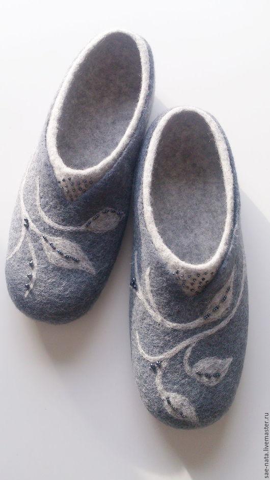 Обувь ручной работы. Ярмарка Мастеров - ручная работа. Купить Тапки валяные женские. Handmade. Серый, валяные тапочки из шерсти