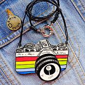 Украшения ручной работы. Ярмарка Мастеров - ручная работа кулон Фотоаппарат, ручная роспись, разноцветный. Handmade.