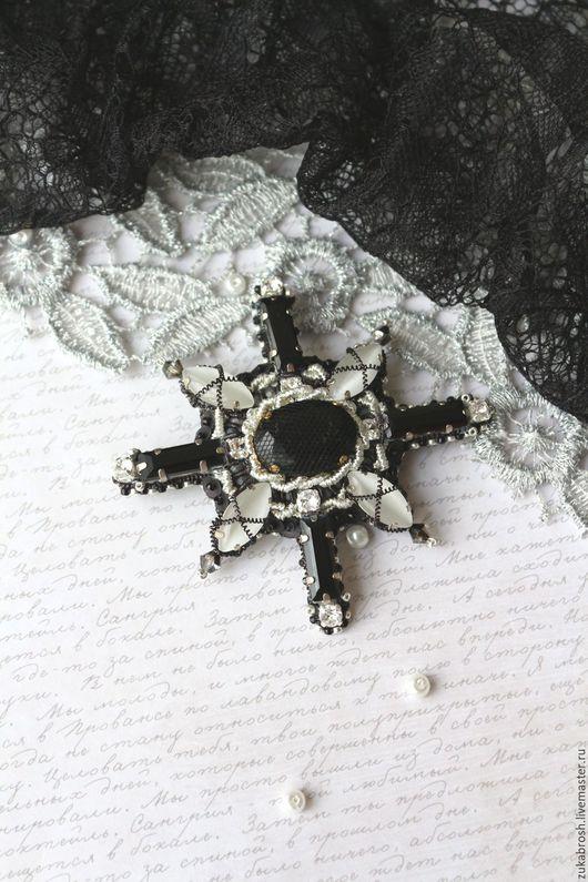 Броши ручной работы. Ярмарка Мастеров - ручная работа. Купить Брошь орден черно белая с кристаллами бисерная. Handmade.