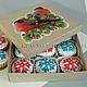 Пряники новогодние апельсиновые и шоколадные с начинкой в подарочной коробке.