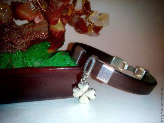 """Браслеты ручной работы. Ярмарка Мастеров - ручная работа. Купить Кожаный браслет""""Клевер удачи"""". Handmade. Коричневый, горький шоколад"""