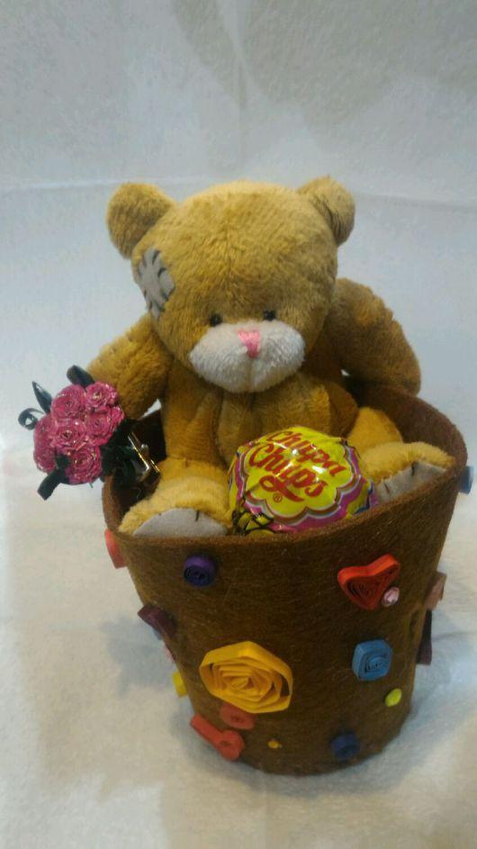 Праздничная атрибутика ручной работы. Ярмарка Мастеров - ручная работа. Купить Мишка со сладостями. Handmade. Подарок девушке, медведь
