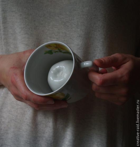 Кружки и чашки ручной работы. Ярмарка Мастеров - ручная работа. Купить Чашка шутейка с  яблоком. Handmade. Белый, шутейка, фарфор