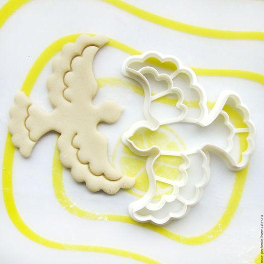 Летящий голубь. Вырубка-штамп для пряников, печенья, мастики, поделок из соленого теста. Образец вырубки из соленого теста.