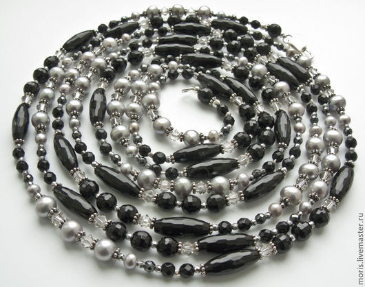 Бусы, сотуар из граненого черного оникса, маленьких  бусинок граненого гематита, серебристо-серого речного культивированного жемчуга разного размера и серебра.