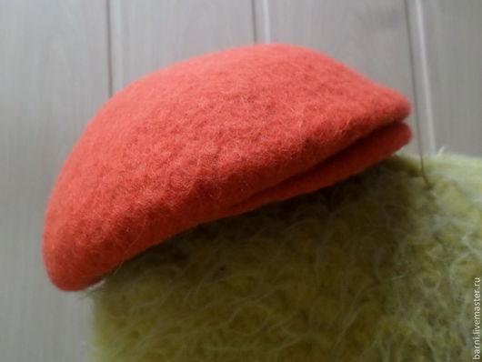 Кепка-реглан валяная. Шерсть. Подходит для осенне-весеннего периода. Маленький козырек, можно носить наоборот (козырьком назад). Оранжевая.