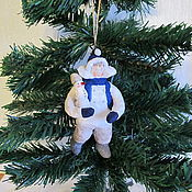 Подарки к праздникам ручной работы. Ярмарка Мастеров - ручная работа Мальчик со снеговиком. Ватные елочные игрушки. Handmade.