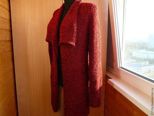 `Насроение`-пальто для дамы с хорошим вкусом.Лена СоловьеваФранцузского журнала,вполне заменит пальто в прохладные дни.Уютный  и презентабельно выглядит,подойдет стройным дамам,так же скроет деффекты ,т.к прямой крой.