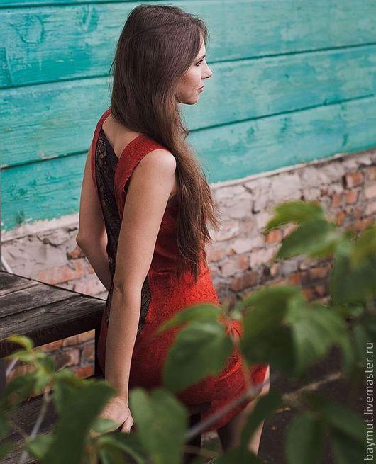 Платья ручной работы. Ярмарка Мастеров - ручная работа. Купить Красное платье-футляр с черным кружевом. Handmade. Ярко-красный