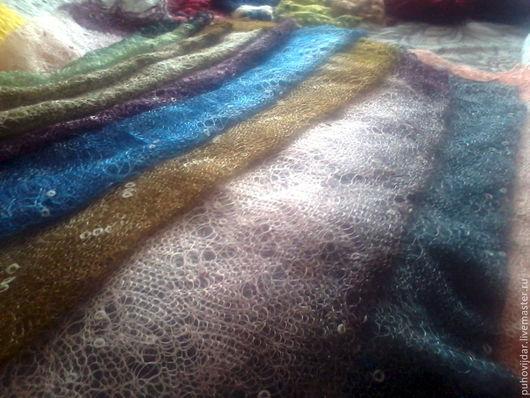 Цветные пуховые палантины ручной работы