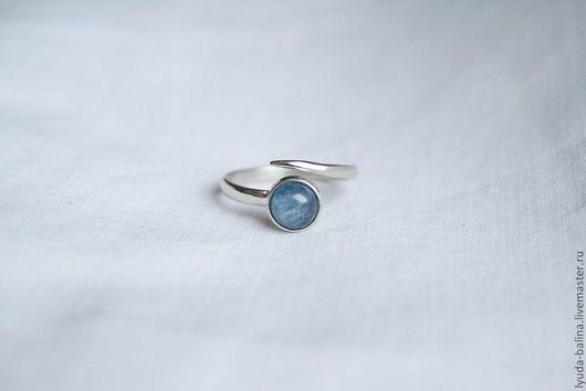 """Кольца ручной работы. Ярмарка Мастеров - ручная работа. Купить """"Зимнее утро"""" кольцо с кианитом. Handmade. Синий, серо-голубой"""