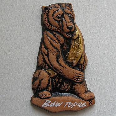 """Сувениры и подарки ручной работы. Ярмарка Мастеров - ручная работа Магнит """"Медведь с рыбой"""". Handmade."""