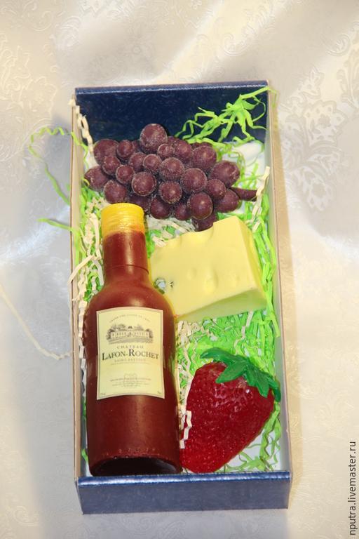 Персональные подарки ручной работы. Ярмарка Мастеров - ручная работа. Купить винный набор мыло ручной работы. Handmade. Разноцветный