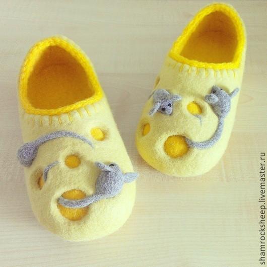 Обувь ручной работы. Ярмарка Мастеров - ручная работа. Купить Тапочки для дома Say Cheese. Handmade. Желтый, серый, мышки