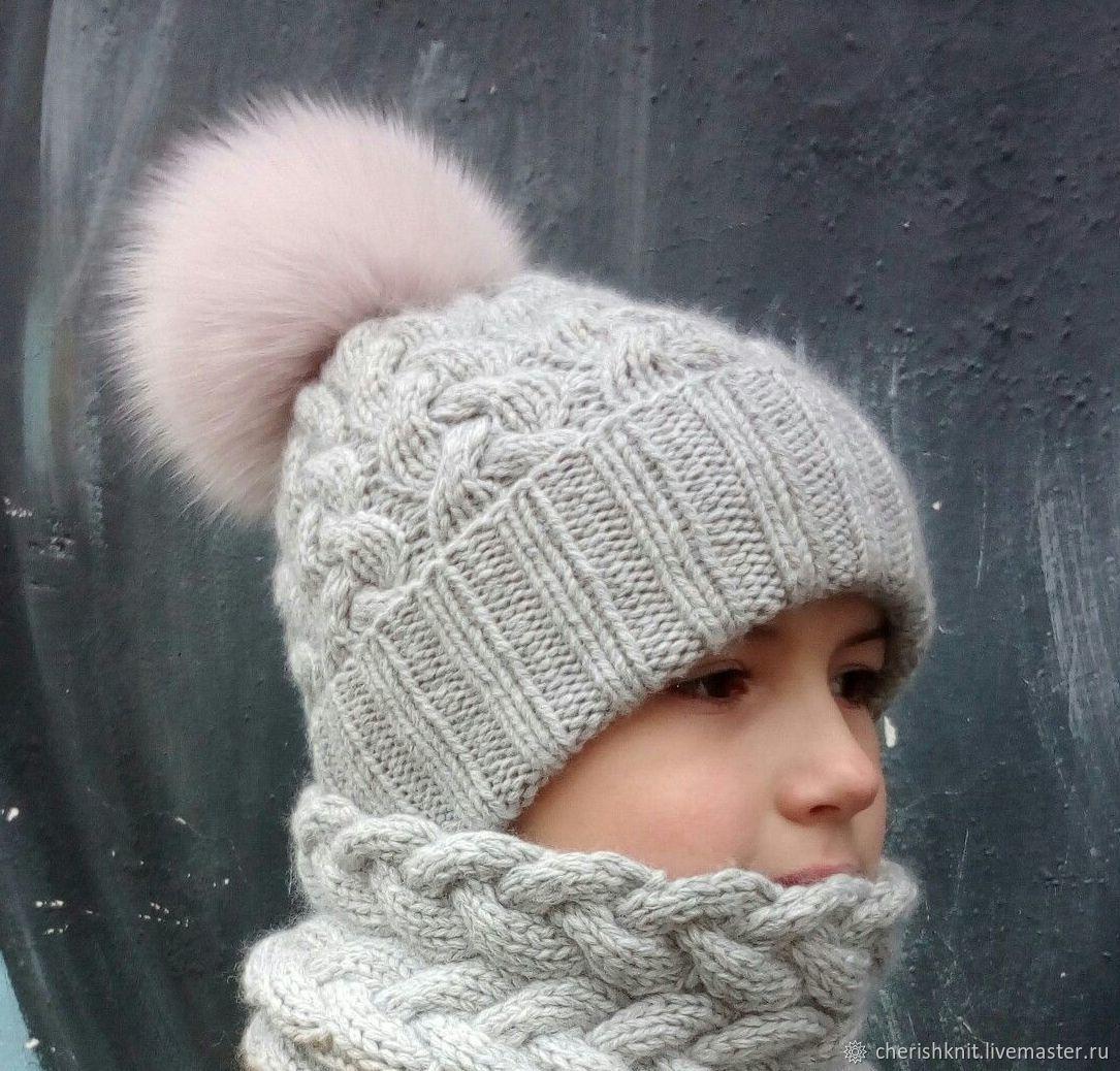 Вязание шапка с косами и меховым помпоном