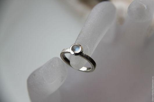 Кольца ручной работы. Ярмарка Мастеров - ручная работа. Купить Колечко с лунным камнем (17,7 размер). Handmade. Кольцо