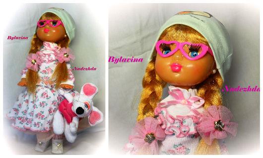 Кукла Алина.Материал пластик.Высота куколки 50 см.стоит сама.В комплекте: Очки,мышка,шапочка.Материалы: хлопок,кружева,бусины и стразы Сваровски.Белые ботиночки сделаны из хорошего кож.заменителя.Ваша