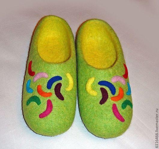 """Обувь ручной работы. Ярмарка Мастеров - ручная работа. Купить домашние валяные тапочки из натуральной шерсти """"Разноцветные дольки"""". Handmade."""