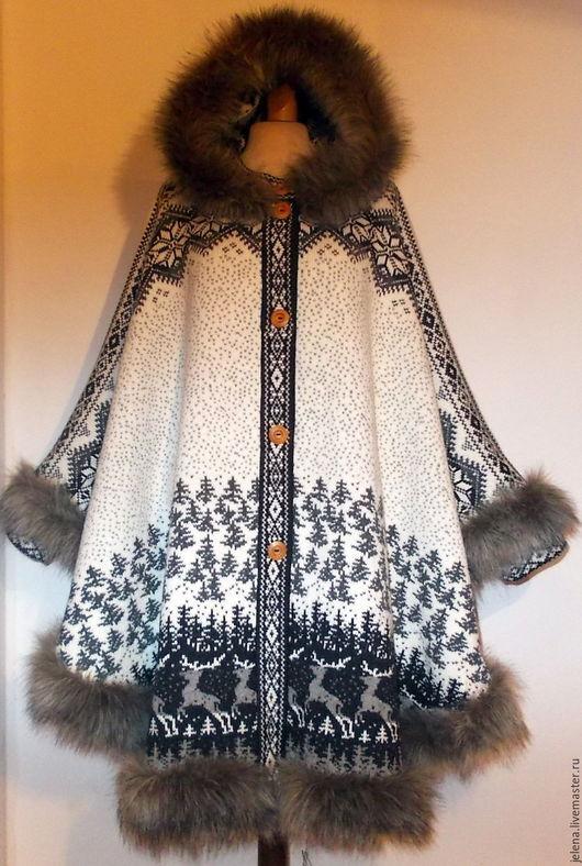 Пончо вязаное с капюшоном  отделка искусственным мехом