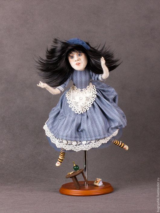 Сказочные персонажи ручной работы. Ярмарка Мастеров - ручная работа. Купить Алиса, падающая в кроличью норку.. Handmade. Бледно-розовый