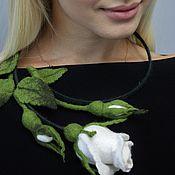 """Украшения ручной работы. Ярмарка Мастеров - ручная работа Колье """" Белая роза""""( валяние). Handmade."""
