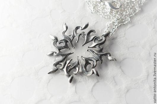 """Кулоны, подвески ручной работы. Ярмарка Мастеров - ручная работа. Купить """"Зимнее Солнце"""" кулон серебряный. Handmade. Снежинка, крупный"""