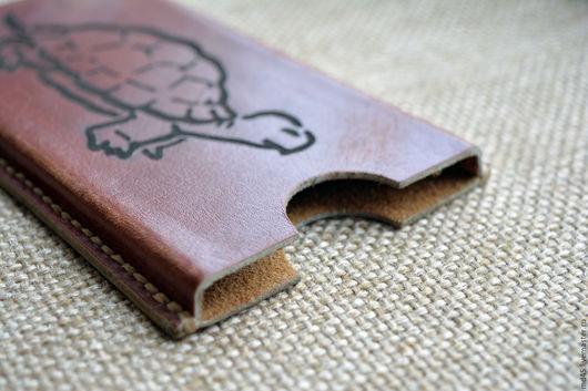 Для телефонов ручной работы. Ярмарка Мастеров - ручная работа. Купить Кожаный чехол для телефона (с эффектом старения кожи). Handmade.