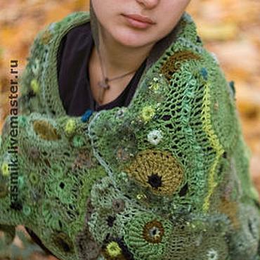 """Аксессуары ручной работы. Ярмарка Мастеров - ручная работа Шаль крючком """"Зеленый лес"""" ажурный фриформ. Handmade."""