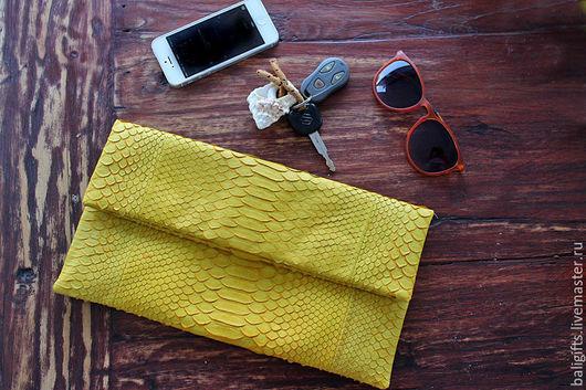 Модный клатч из натуральной кожи питона желтого цвета