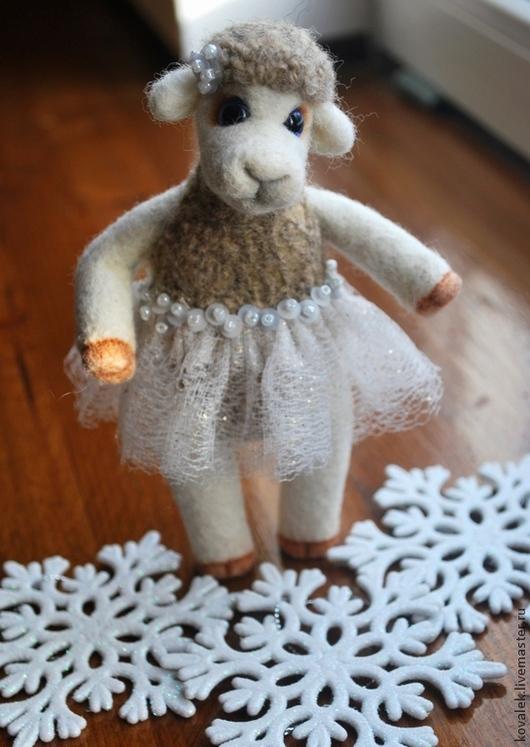 """Игрушки животные, ручной работы. Ярмарка Мастеров - ручная работа. Купить Овечка """"Бусинка"""". Handmade. Валяная игрушка, красивая овечка"""