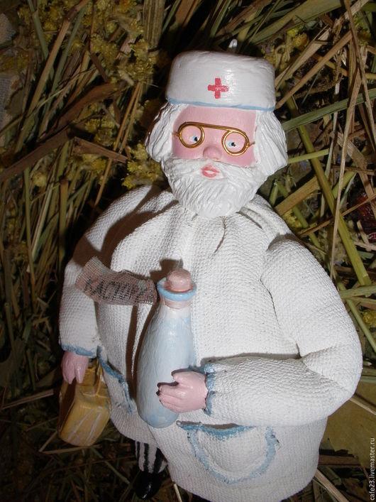 """Новый год 2017 ручной работы. Ярмарка Мастеров - ручная работа. Купить Ретро игрушка-подвеска """"Добрый доктор!"""". Handmade. лён"""