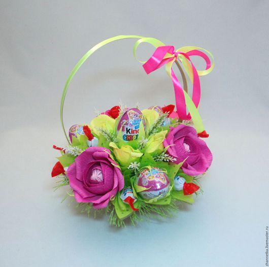 """Букеты ручной работы. Ярмарка Мастеров - ручная работа. Купить Корзинка """"Сюрприз"""" для девочек.. Handmade. Корзинка с конфетами, корзинка в подарок"""