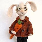 Куклы и игрушки ручной работы. Ярмарка Мастеров - ручная работа Заяц с морковкой.Игрушка валяная. Handmade.