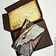 к обложке можно заказать подарочный холдер. Холдер выполняется в технике скрапбукинг из цветного дизайнерского картона, в форме коробочки или конверта, в той же тематике, что и обложки